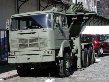 Exército Argentino testa lançador múltiplo de foguetes VC-CP 30